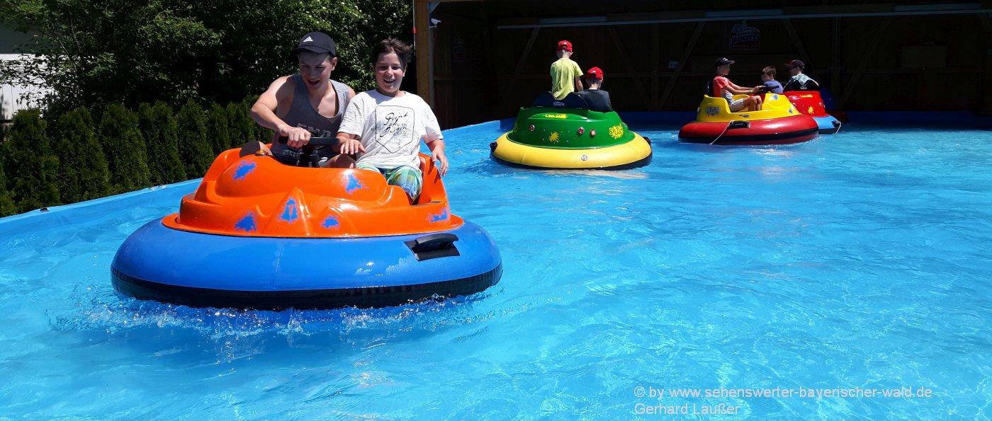 familienausflugsziele-bayerischer-wald-kinder-erlebnisparks-wasser-bumper-bootfahren