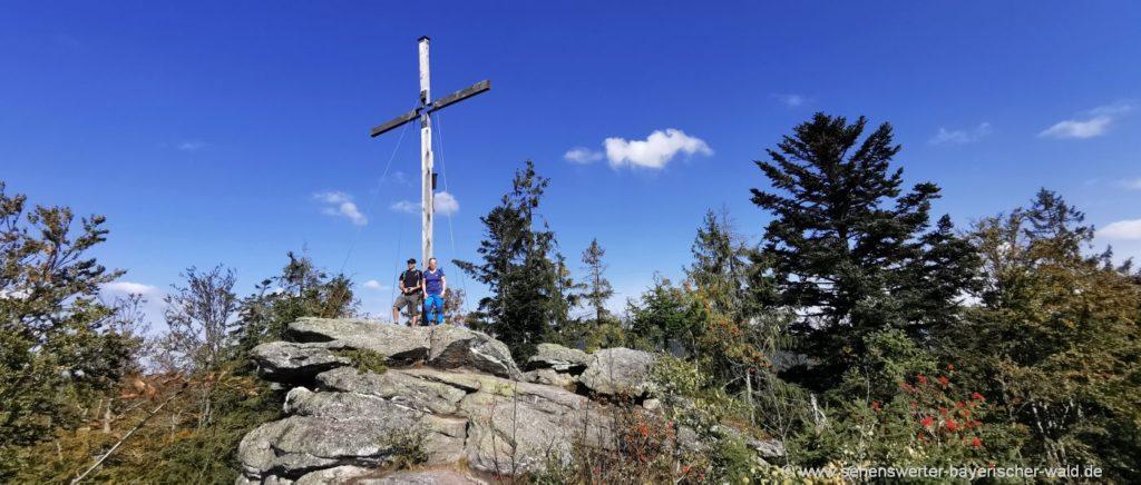 Wanderung Große Kanzel Gipfelkreuz bei Mauth Aussichtspunkt