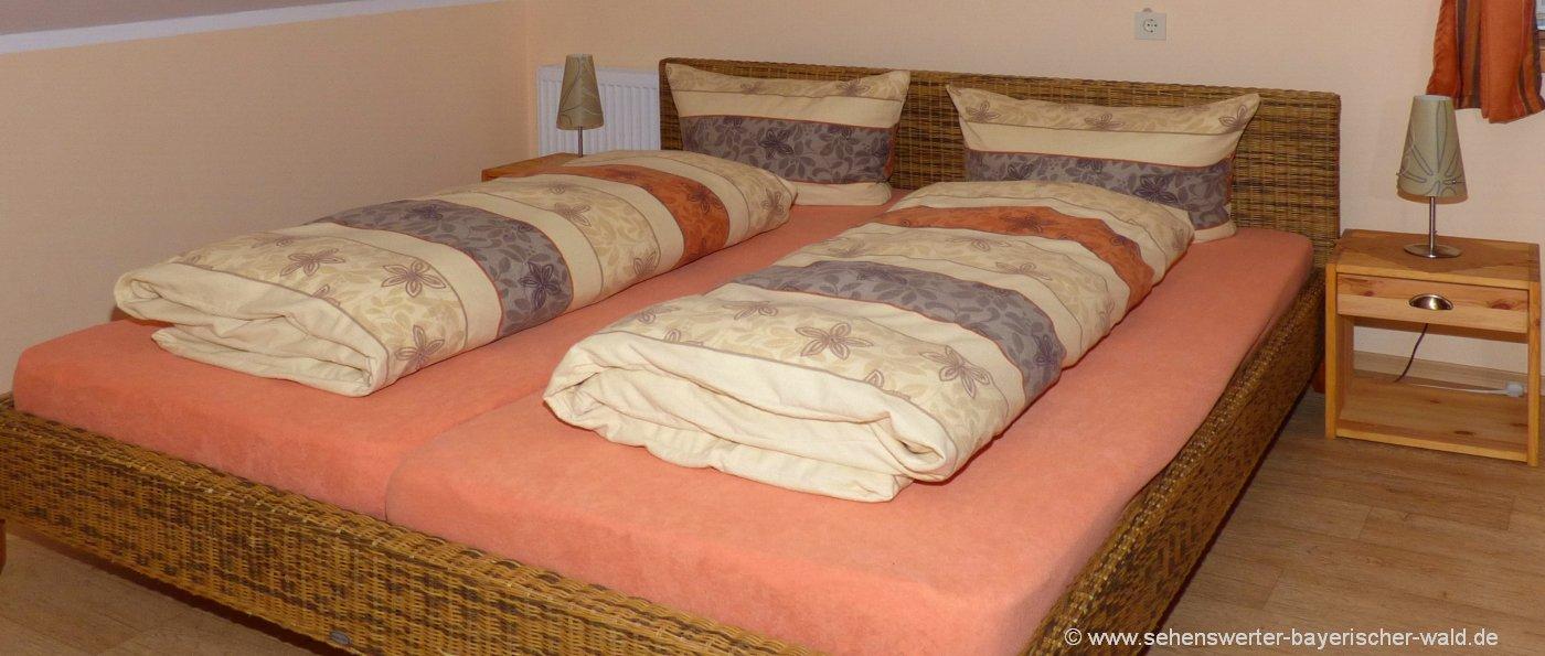 preiswerte Ferienwohnung günstige Unterkunft Schlafzimmer