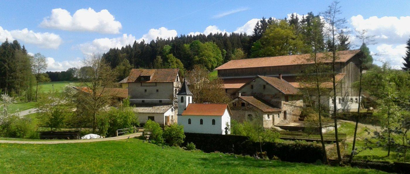 Last Minute Bauernhofurlaub in Bayern Angebote - Hofansicht