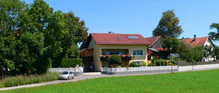 fleischmann-ferienwohnung-roding-angelurlaub-regen-fluss-hausansicht