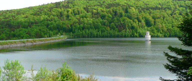 frauenau-trinkwassertalsperre-rundwanderwege-staudamm-turm