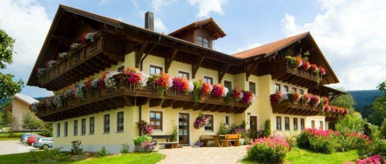 fuchshof-bauernhofurlaub-sankt-englmar-familienurlaub-ferienhaus-ansicht