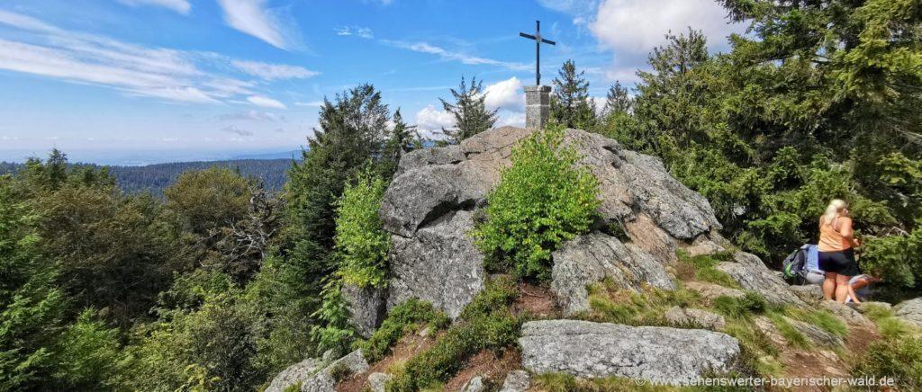 Gipfelkreuz am Breitenauriegel Rundweg zur Loderhart Hütte