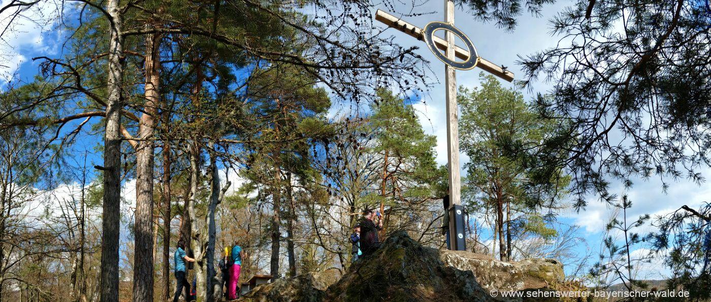 gleissenberg-burgstall-rundwanderweg-gipfelkreuz