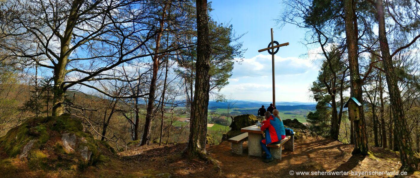 gleissenberg-burgstall-wandern-berggipfelkreuz