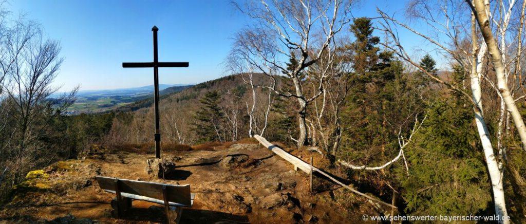 Gipfelkreuz am Kathlfelsen bei Gleissenberg Aussichtspunkt nach Geigant