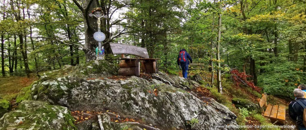 Gleissenberg wandern zum Aussichtspunkt Arberblick mit Kreuz & Ruhebank