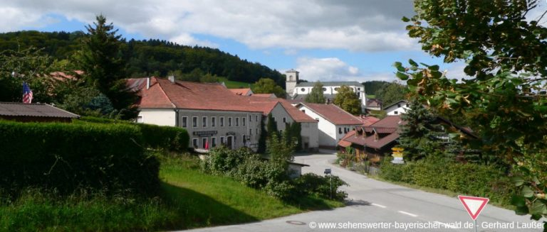 gotteszell-ausflugsziel-bayerischer-wald-ort-kirche-panorama-1400