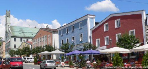grafenau-sehenswürdigkeiten-stadtplatz-rathaus-ausflugsziele