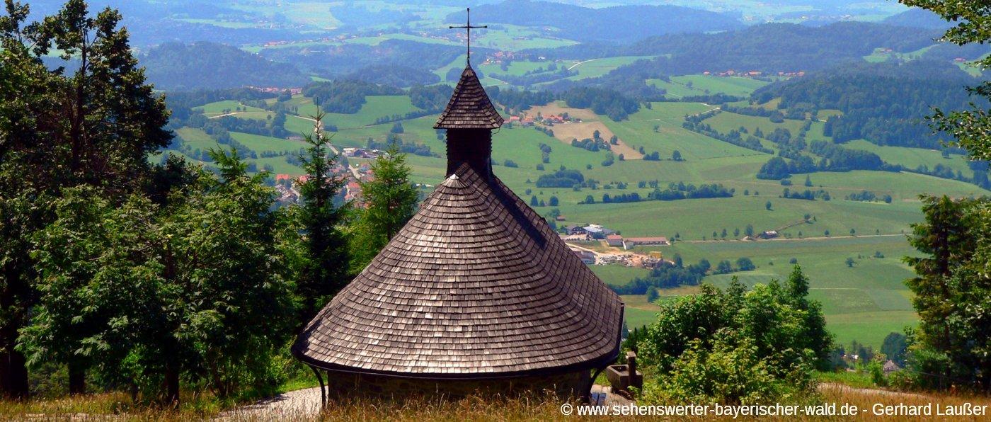 Wandern am Berg Haidel bei Grainet Aussichtsturm und Kapelle