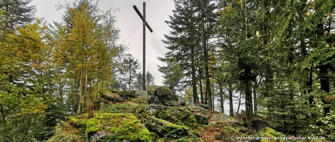 grandsberg-schopf-rundwanderweg-muehlgrabenweg-gipfelkreuz