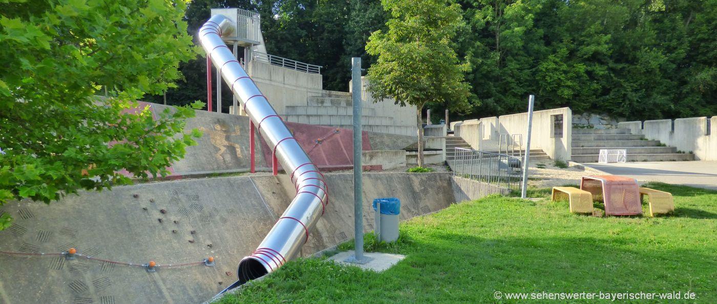 Abenteuerspielplatz und Skateranlage im Rocco Park Hauzenberg Röhrenrutsche