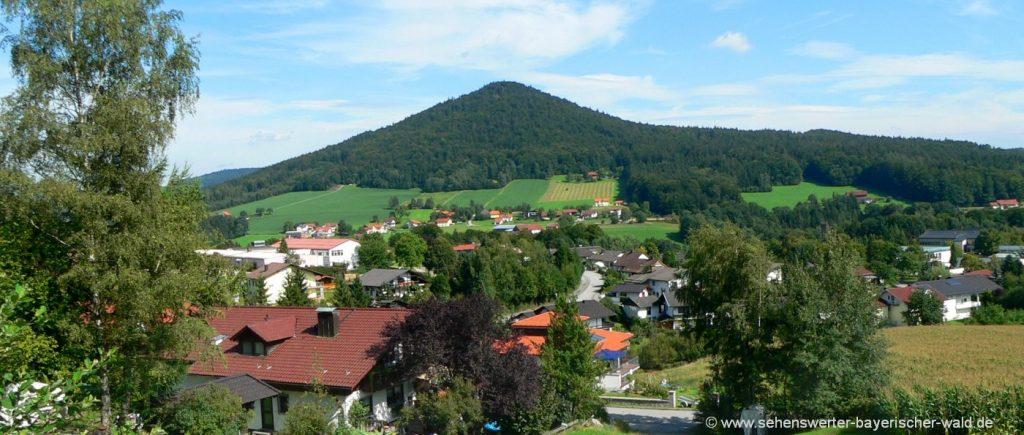 Blick auf den Ort Hauzenberg Wanderung zum Turm am Staffelberg