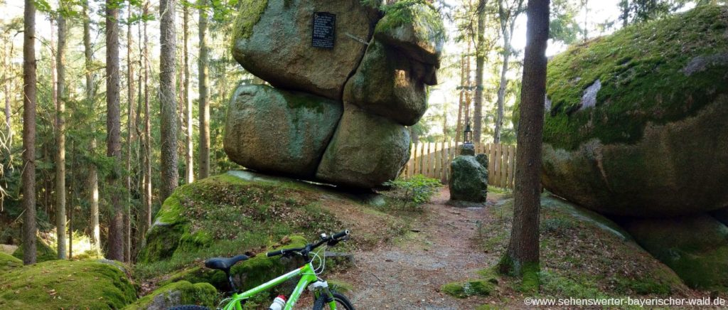 Hetzenbach Rundwanderweg zum Leonardikreuz - Felsen bei der Hetzenbacher Höhe