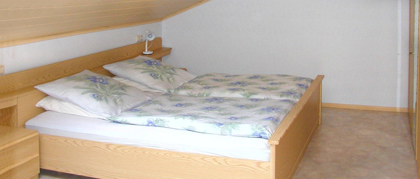 höcherl-ferienwohnungen-bauernhof-regensburg-schlafzimmer-oberpfalz