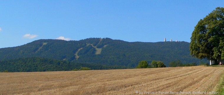 Wandern am Baierweg vorbei am Hohen Bogen