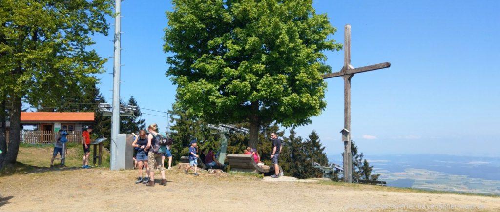 Hoher Bogen Berg Wanderung zum Gipfelkreuz Aussichtspunkt