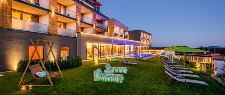 hüttenhof-grainet-wellnesshotel-schwimmbad-bayerischer-wald