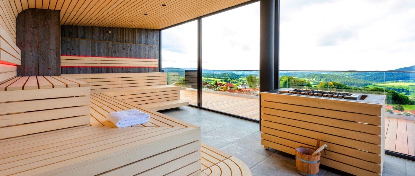 Day Spa im Hotel Hüttenhof mit Panorama Sauna für Wellnesstag im Dreiländereck bei Neureichenau
