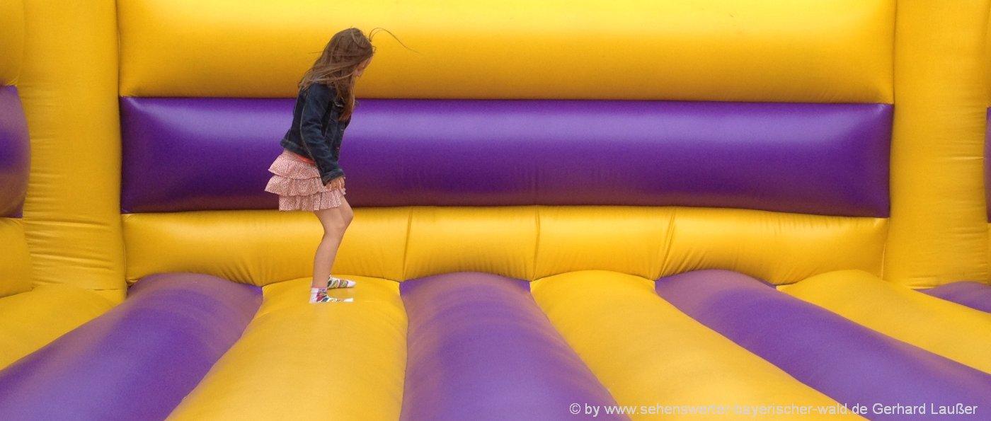 Bambino indoor-freizeitpark-deggendorf-kinder-spieleland-niederbayern-huepfburg