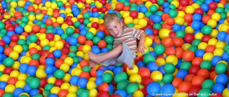 indoor-spielhalle-kinderland-trampoline-penrtling-regensburg-1300