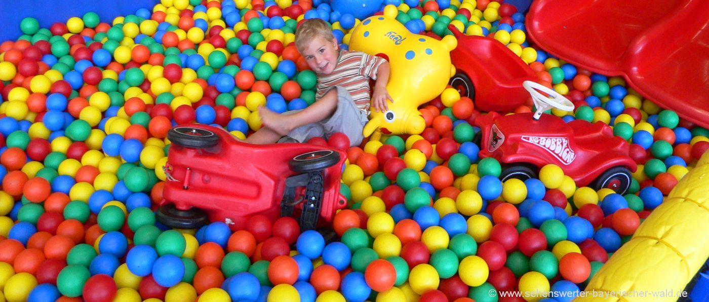 indoorfreizeitpark-kinder-erlebnispark-indoor-spielplatz-bällebad