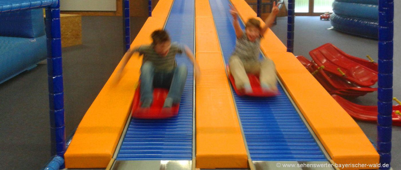 indoorkinderspielplatz-bayerischer-wald-rutschenparadies-freizeitpark