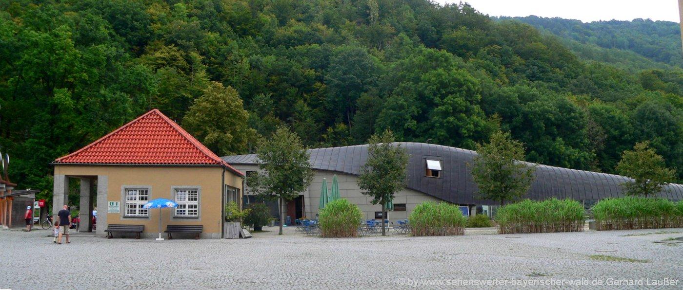 jochenstein-wandern-schmugglerweg-haus-am-strom-aussenansicht-panorama-1400