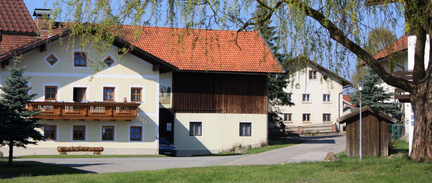 kopp-bayerischer-wald-kinderbauernhof-bayern-hofansicht