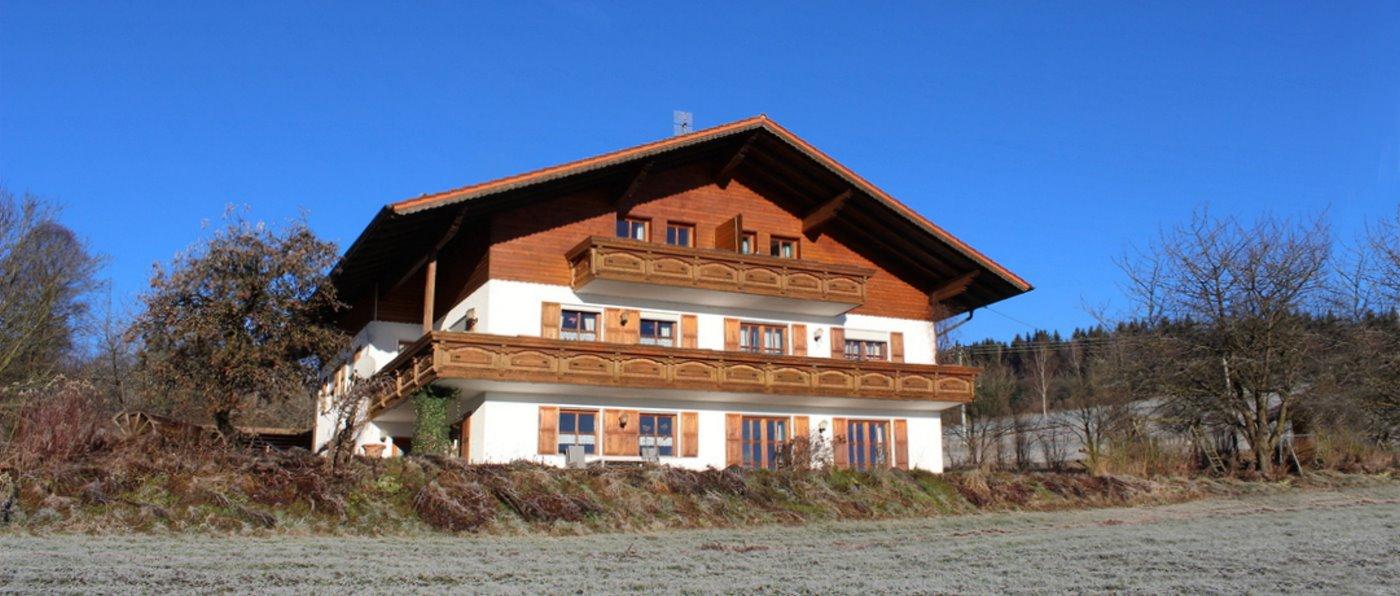 kriegerhof-bayerischer-wald-bauernhof-ferienwohnungen-ansicht