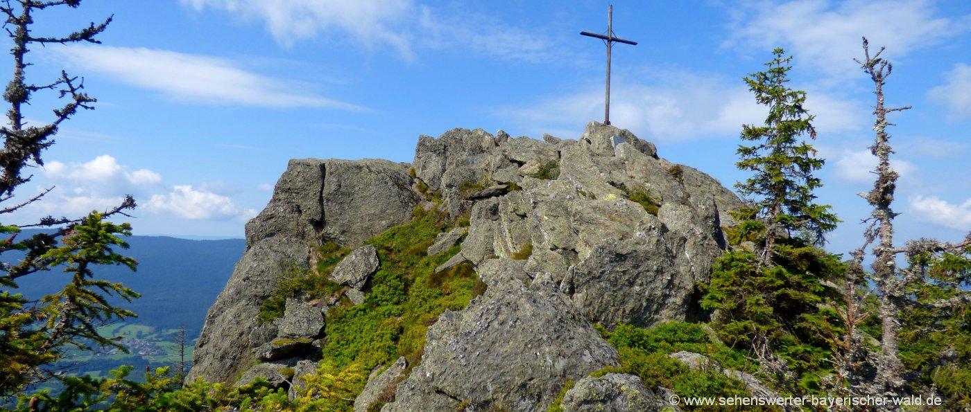 lam-wandern-kleiner-osser-berg-gipfelkreuz-bayerischer-wald