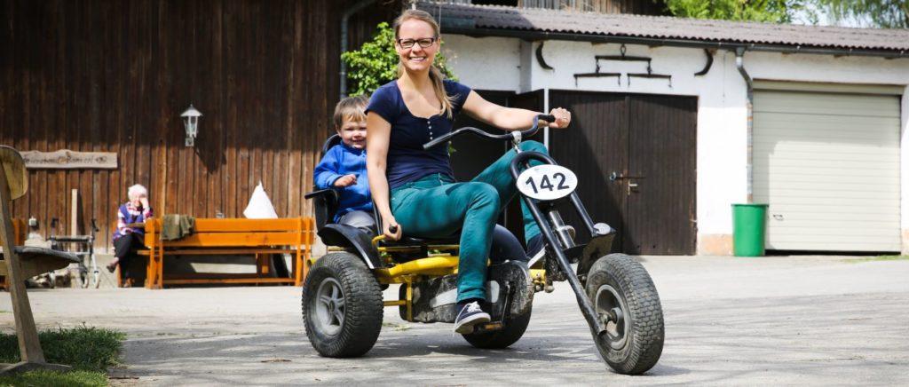 Bayern Kinderland Familienbauernhof mit go kart fahren