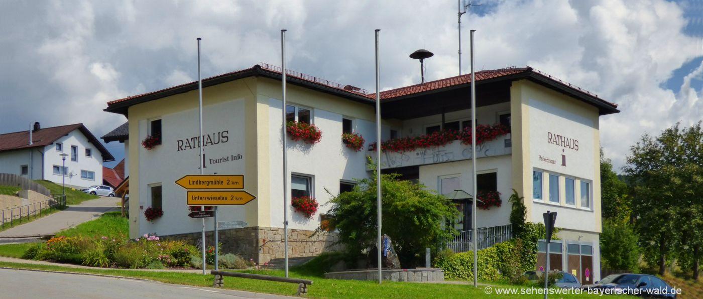 lindberg-bayerischer-wald-ausflugsziele-touristinfo-rathaus