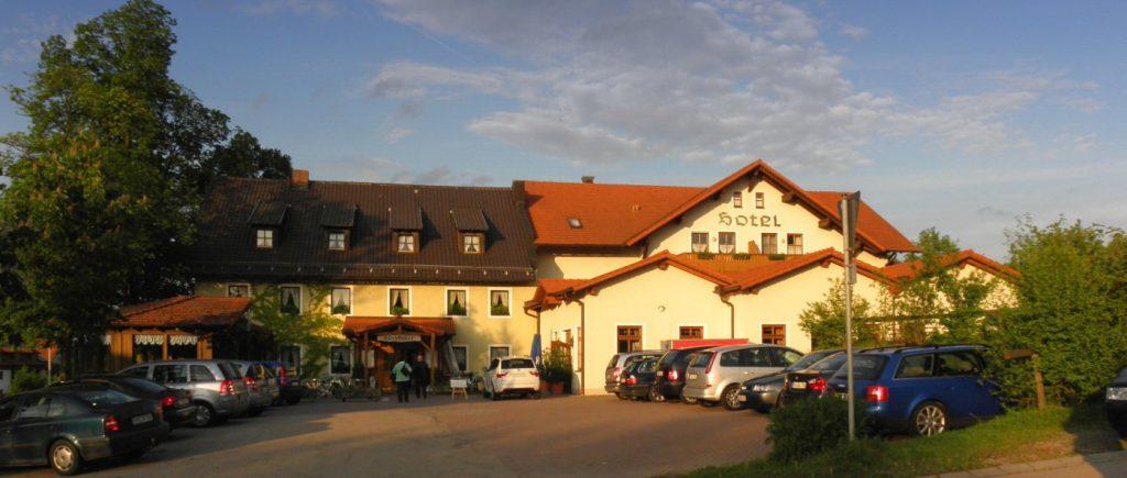 lindenhof-hetzenbach-hochzeitshotel-regensburg-gasthof-aussenansicht