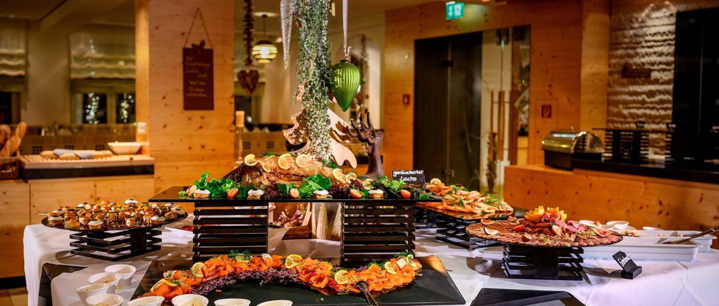 lindenwirt-4-sterne-hotel-bodenmais-bayerischer-wald-buffet-essen