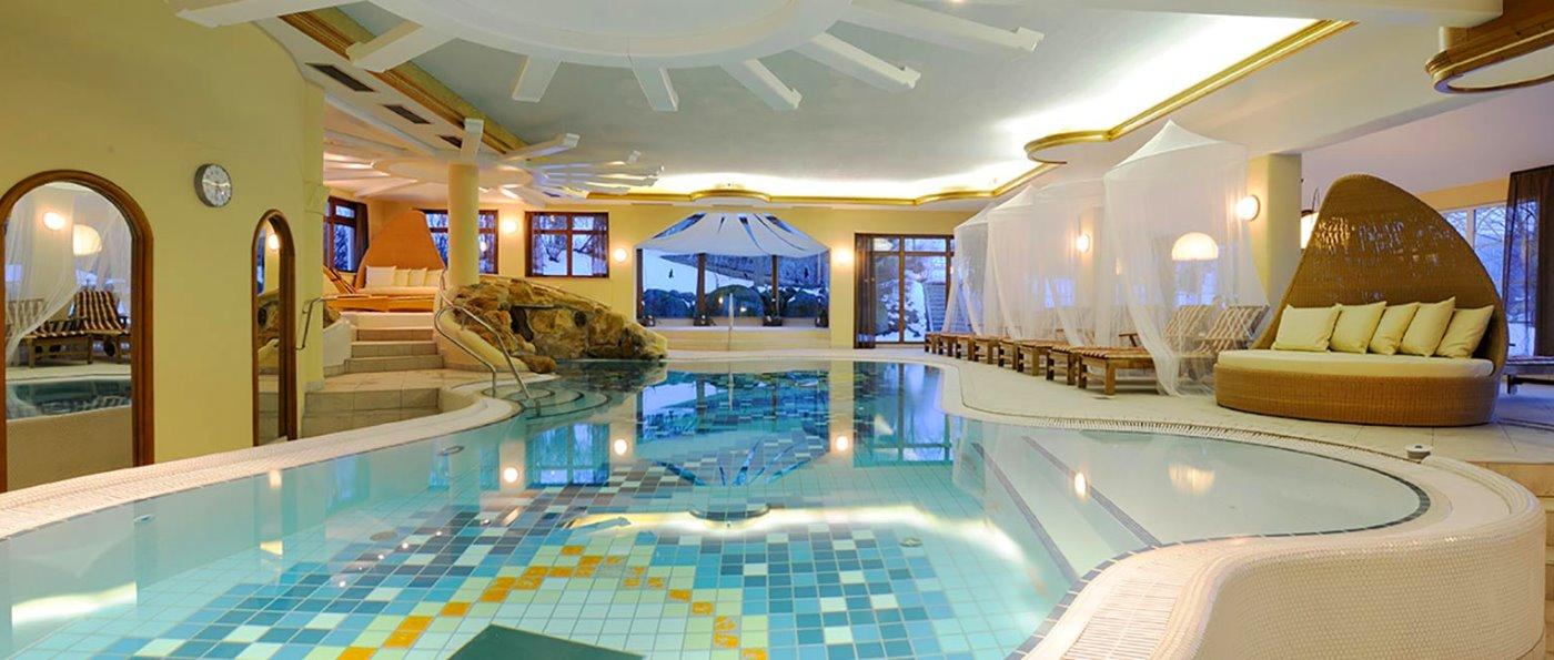 lindenwirt-hallenbad-wellnessurlaub-bodenmais-wellnesshotel-schwimmbad