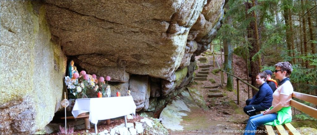 Wabndern zum Schwammerlstein bei Michelsneukirchen Grotte bei Dörfling