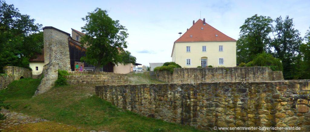 Rundweg Perlbachtal ab Mitterfels Teufelsfelsen unterhalb der Burg Mitterfels