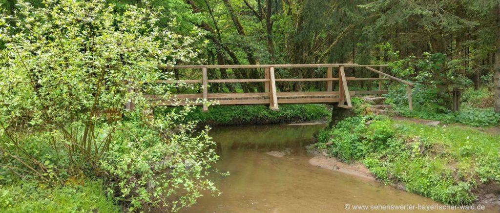 Rundwanderweg Perlbachtal Ausgangspunkt Mitterfels Back mit Brücke