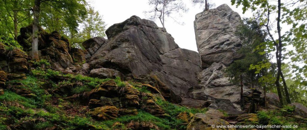 Teufelsfelsen im Perlbachtal Teufelstisch der Burg Mitterfels