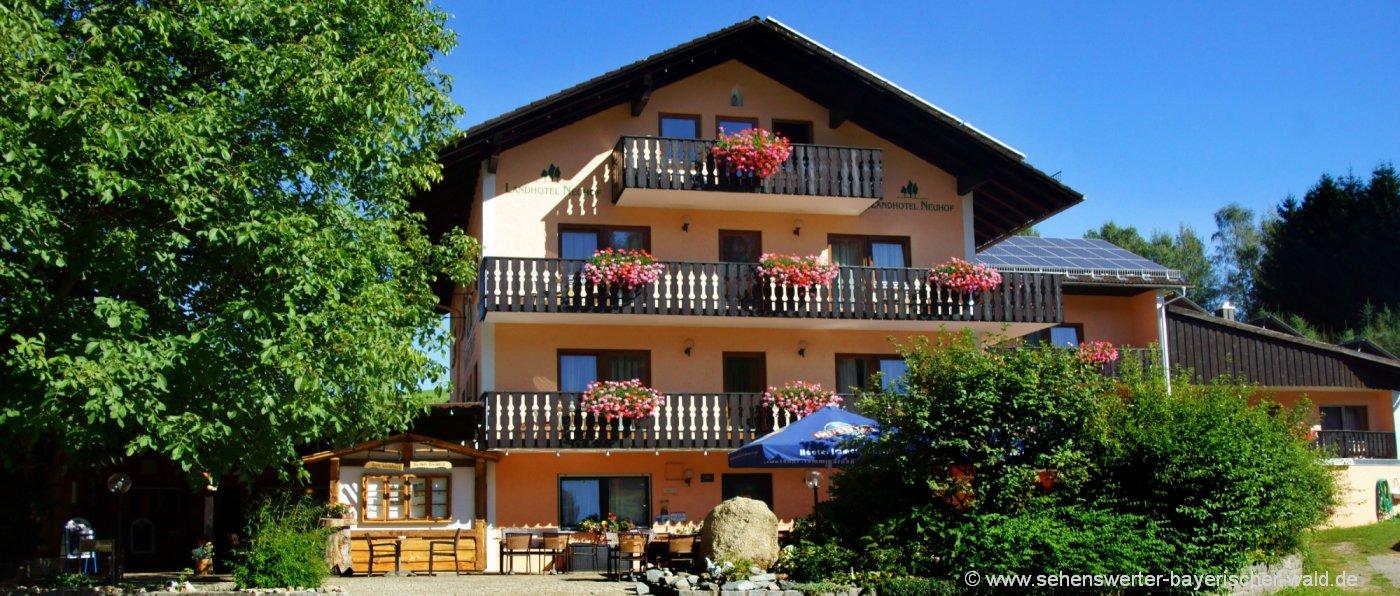 neuhof-3-sterne-landhotel-bayerischer-wald-hausansicht