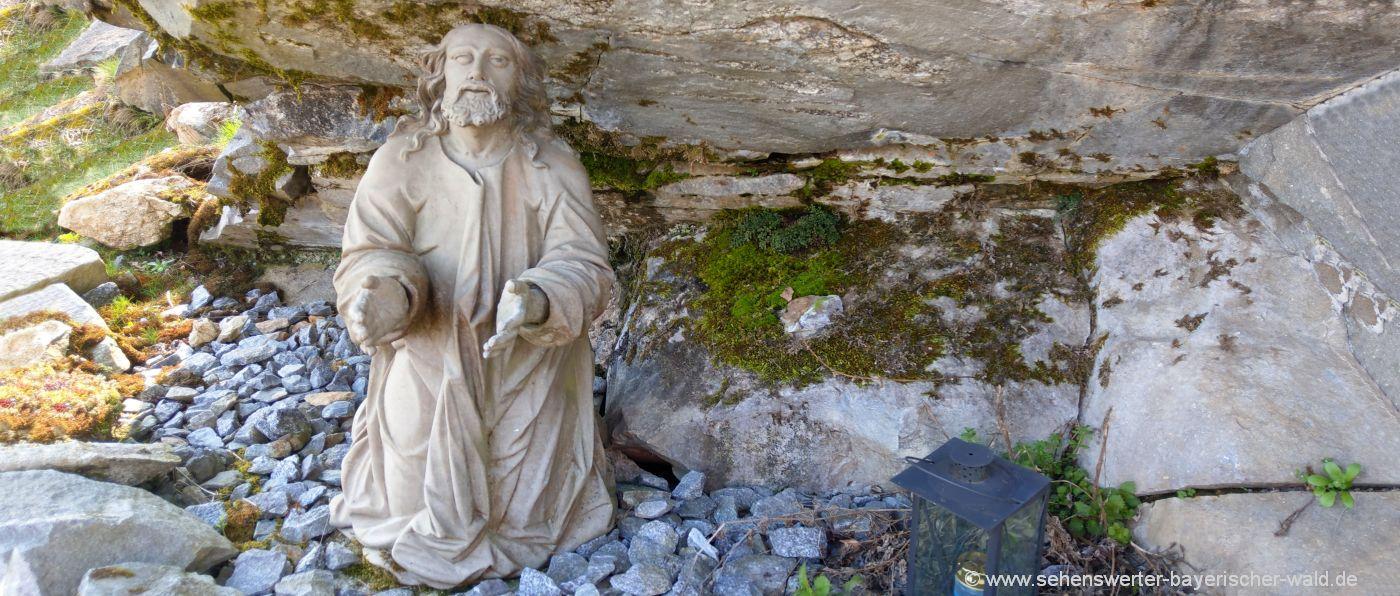 neurandsberg-wallfahrtskirche-landkreis-straubing-heiligenfigur