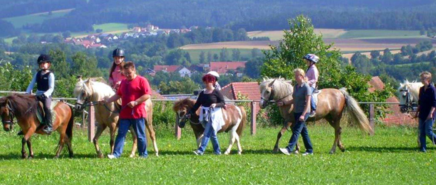 Urlaub mit Ponyreiten in der Oberpfalz Kinder Ferien Ponyhof in Bayern