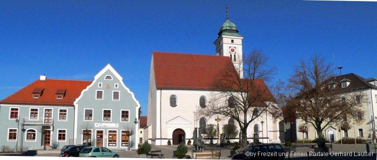 Sehenswürdigkeiten in Pfreimd Oberpfalz Ausflüge Marktplatz Ansicht Kirche