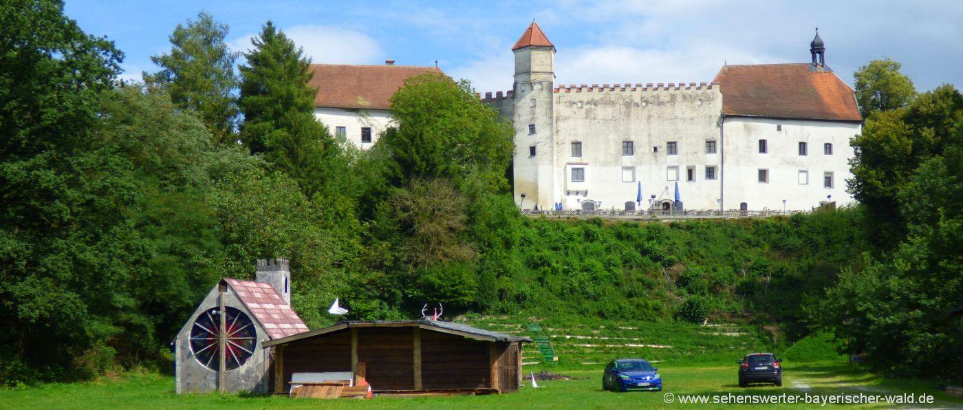 Ausflugsziele bei Fürstenzell Wildpark Schloß Ortenburg