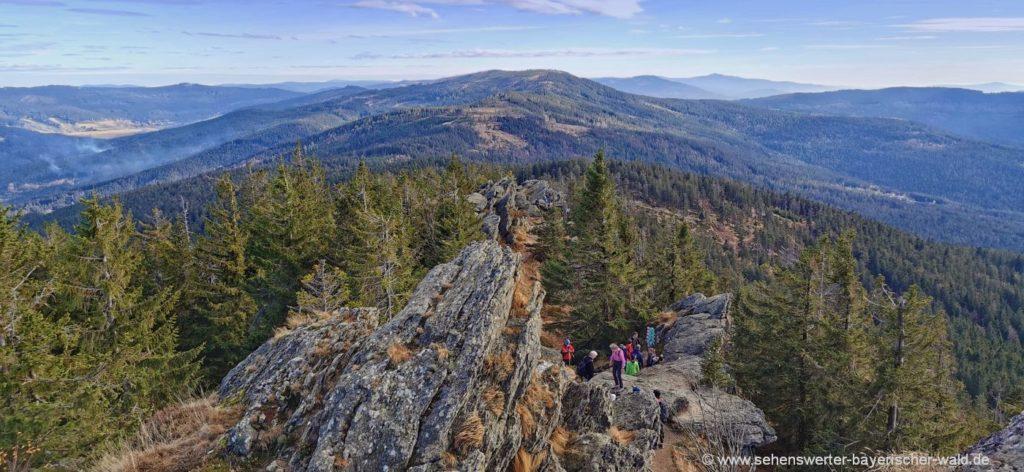 Osser Kammwanderung Gipfel Ausblick zum Grenzsteig Zwercheck