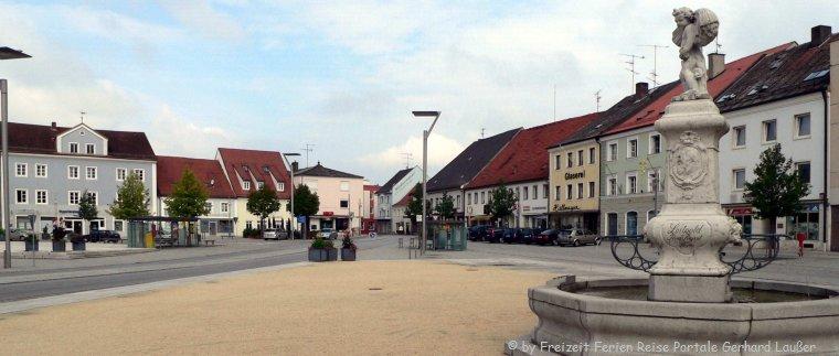 Sehenswürdigkeiten in Osterhofen Stadtplatz mit Brunnen