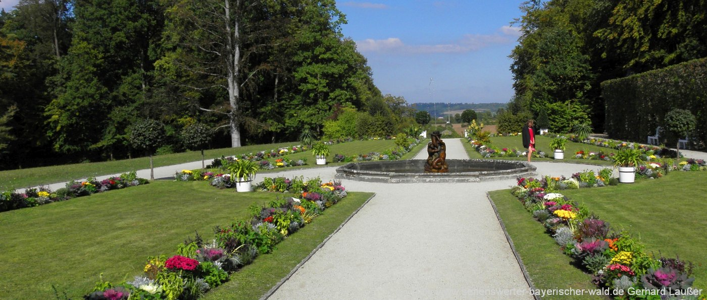 parkanlage-oberpfalz-gartenpark-blumen-park-wege-panorama