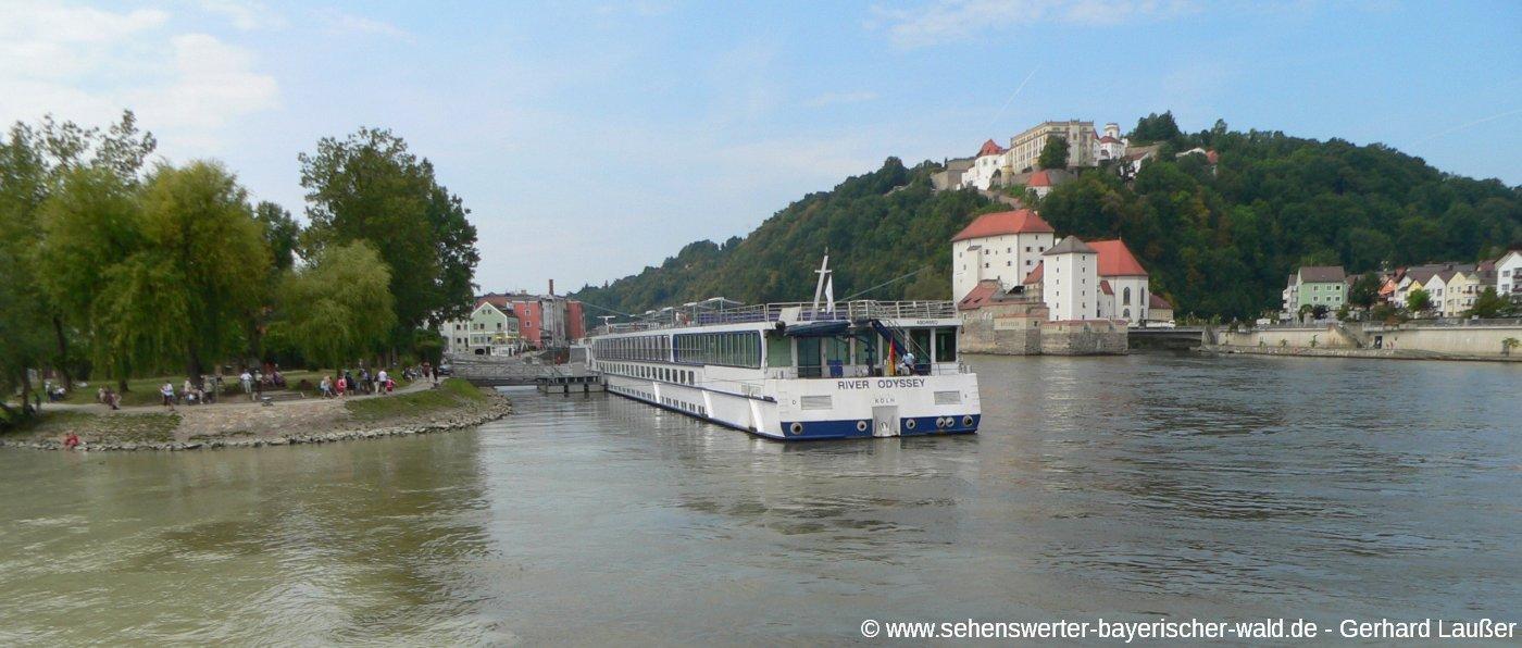 passau-dreiflüssestadt-schifffahrt-donau-veste-oberhaus-panorama-1400